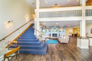 THE CLUBHOUSE AT BAYSTONE APARTMENTS IN WEBSTER, TX