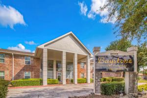 ONE, TWO, AND THREE BEDROOM APARTMENTS FOR RENT IN WEBSTER, TX