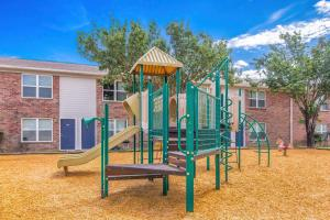 THE PLAYGROUND AT BAYSTONE APARTMENTS