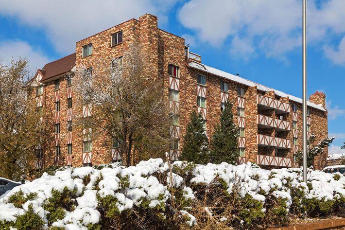 Broadmoor Terrace_CS_Fall2019_01.jpg