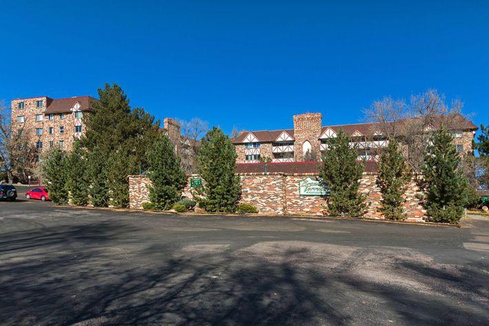 Broadmoor Terrace_CS_Fall2019_03.jpg