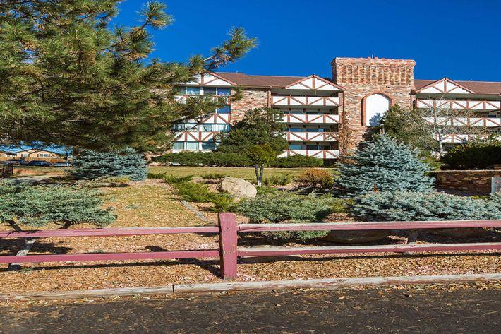 Broadmoor Terrace_CS_Fall2019_04.jpg
