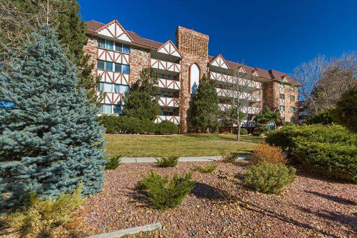Broadmoor Terrace_CS_Fall2019_05.jpg