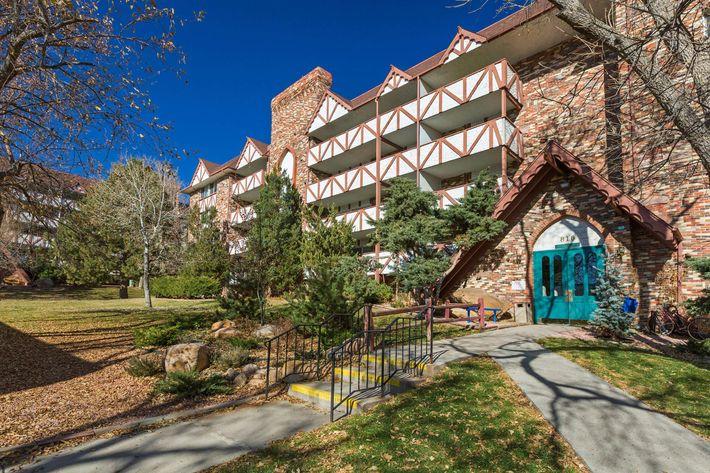 Broadmoor Terrace_CS_Fall2019_06.jpg