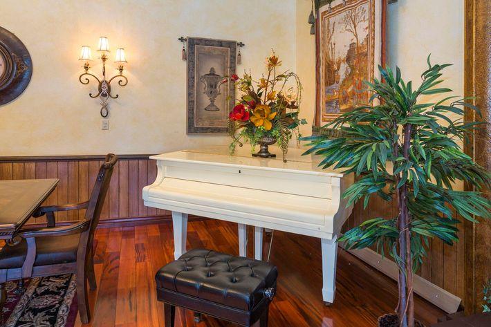 Broadmoor Terrace_CS_Fall2019_09.jpg