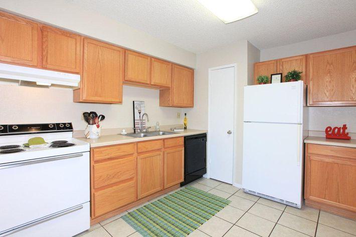Prescott Pointe apartment homes have electric ranges
