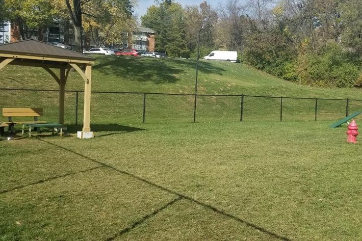 Southmoor Apartments in South St. Louis County, MO - Dog Park 03.jpg