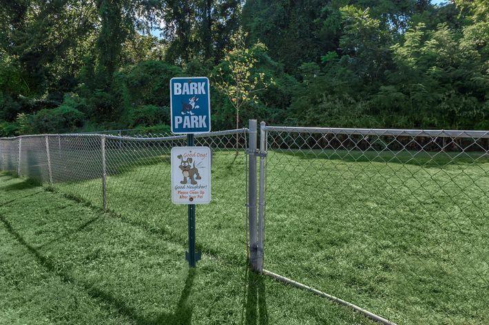 Eagles Crest at Durrett has a Dog Park