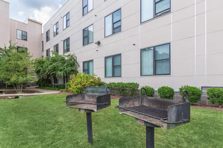 Barbecues At Uptown Flats