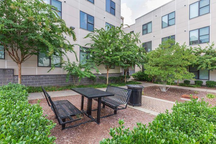 Uptown Flats Courtyard