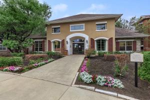 Your Path to Cypress Creek Apartment Homes at Lakeline Boulevard for Rent