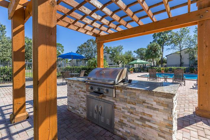 Enjoy a Barbecue with Friends at the Oasis at Bayside in Largo, FL