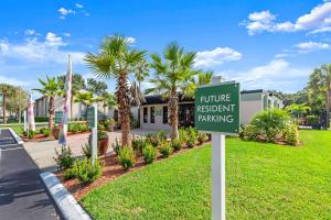 Welcome Home to the Oasis at Bayside in Largo, FL