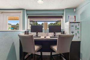 Work From Home At The Oasis at Bayside in Largo, Fl