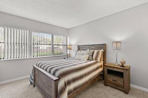 Enjoy Endless Comforts In Your New Home At The Oasis at Bayside In Largo, FL