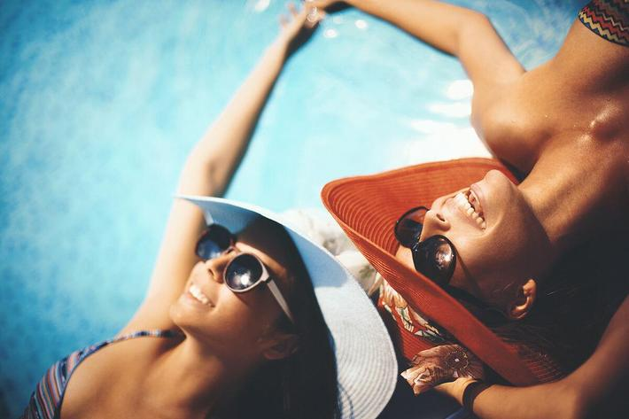 Relaxing-by-pool-side.jpg