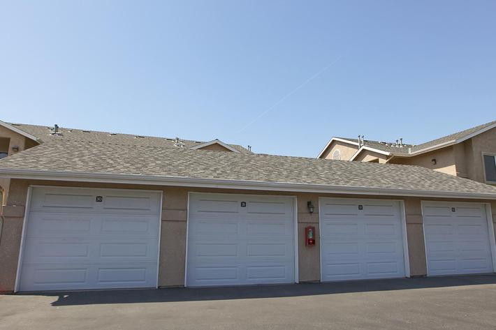 Garages available at Granite Ridge