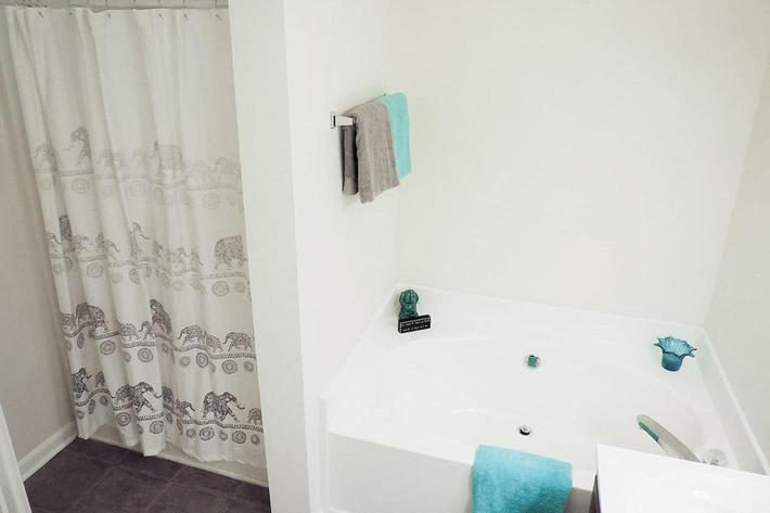Charming Bathroom at Chapman's Retreat