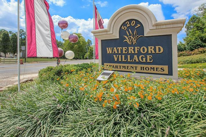 Waterford Village Welcome Sign
