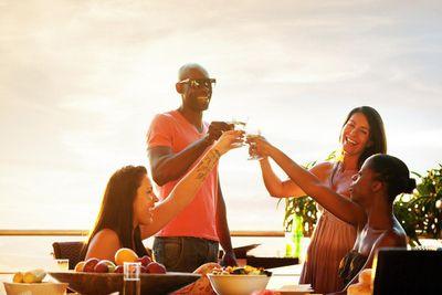 amenities-outdoor-group drinks.jpg