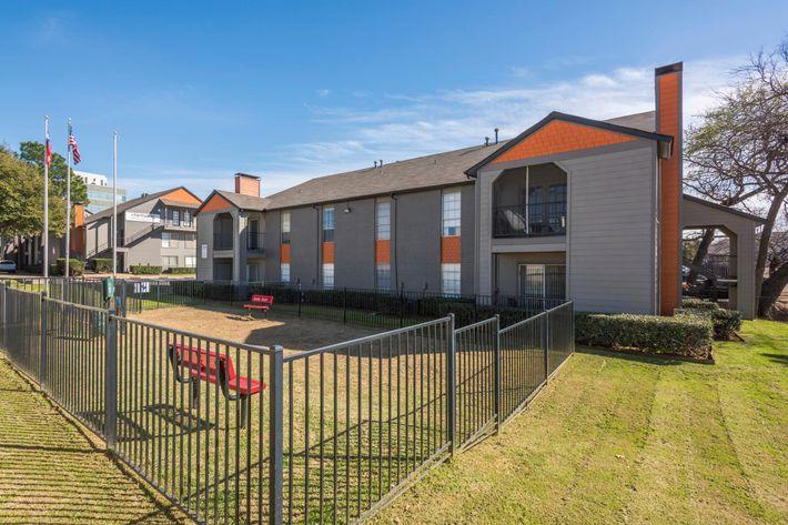 Pet-friendly apartment community in Arlington, Texas
