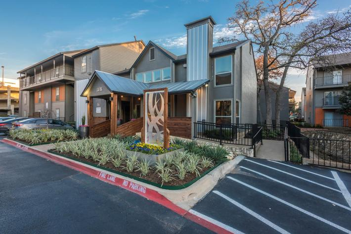 Two bedroom apartments for rent in Arlington, TX