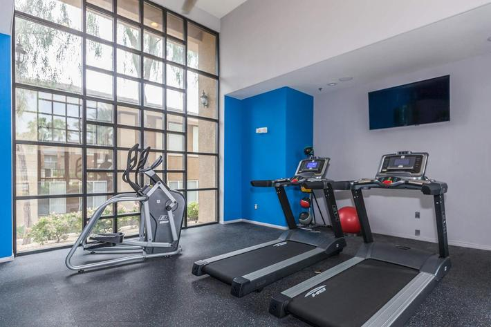 STATE-OF-THE-ART FITNESS CENTER AT ST. CLAIR APARTMENTS IN LAS VEGAS, NEVADA