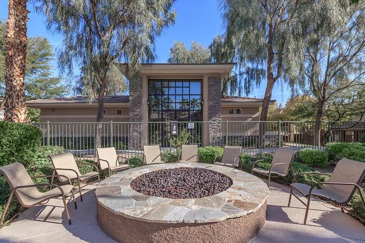 THE SOCIAL FIREPIT AT ST. CLAIR APARTMENTS IN LAS VEGAS, NEVADA