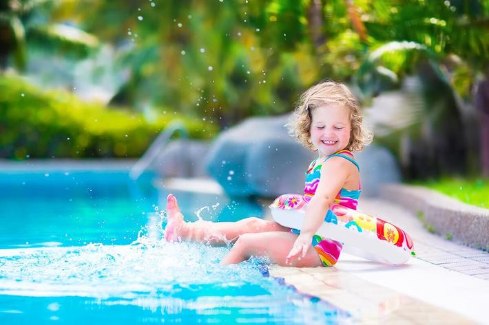 amenities-pool-kid-splashing.jpg