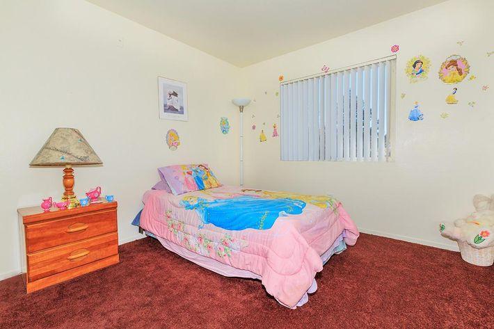 COMFORTABLE BEDROOM AT CHEYENNE POINTE IN LAS VEGAS, NEVADA