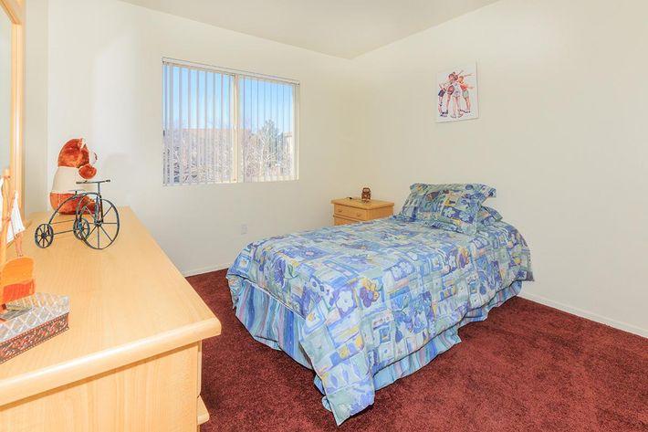 COZY BEDROOM AT CHEYENNE POINTE IN LAS VEGAS, NEVADA