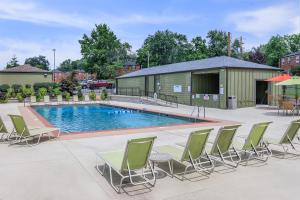Swimming Pool at The District Apartments in St Louis, Missouri