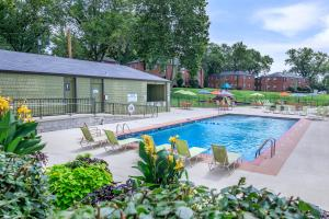 Swimming Pool at The District in St Louis Area