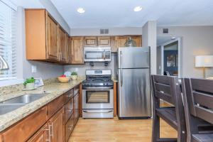 Full-size Stainless Steel Appliances