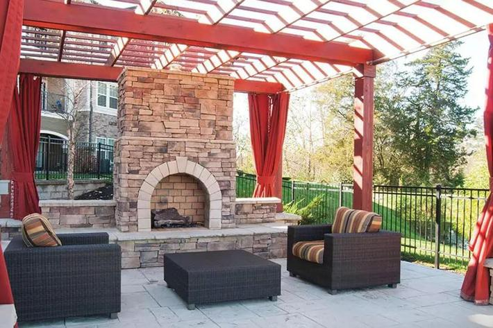 Panther Creek Parc Apartments in Murfreesboro, TN - Outdoor Lounge 01.JPG