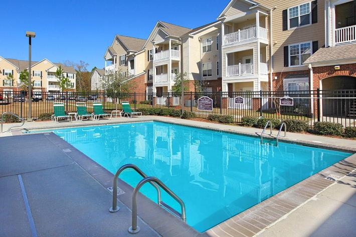 lexingtonparkapartmentspool.jpg