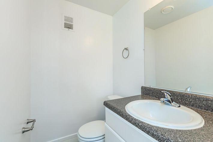 04d (Half a bathroom).jpg