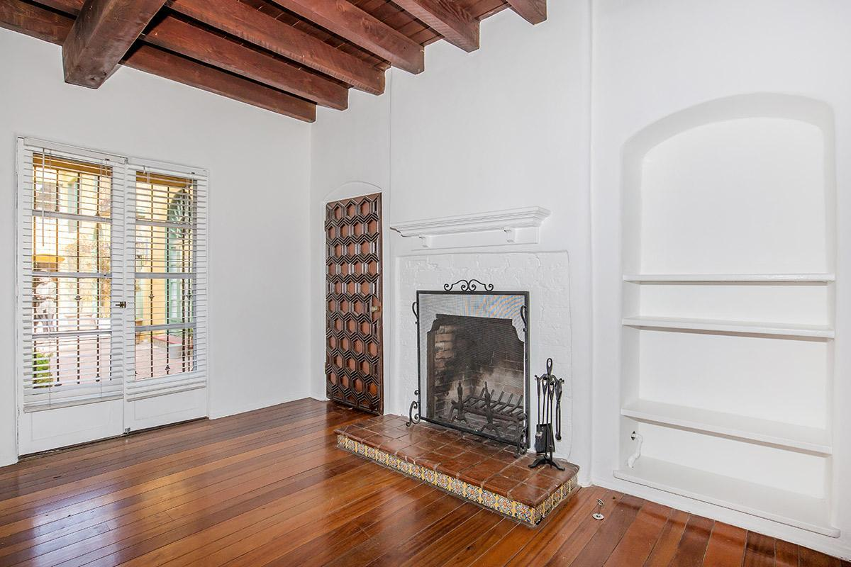 Gas Fireplaces Available at Casa Laguna in Los Angeles