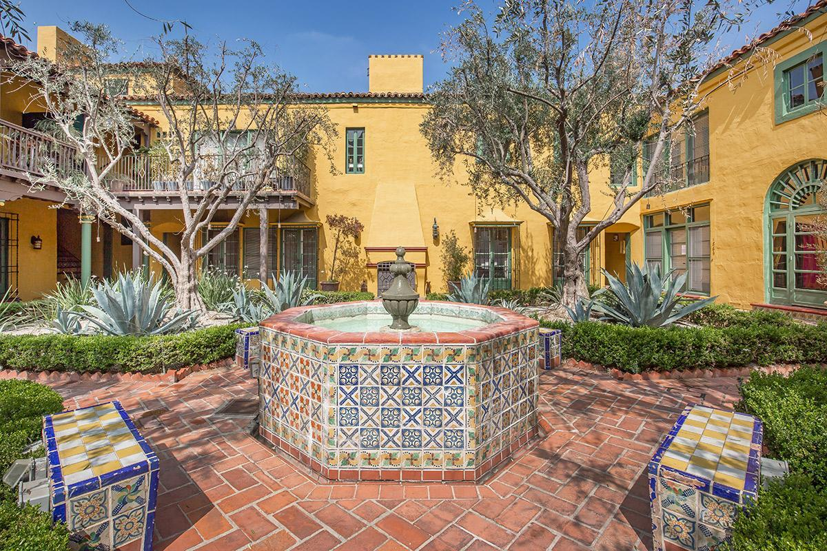 Beautiful Landscaping at Casa Laguna in Los Angeles, CA