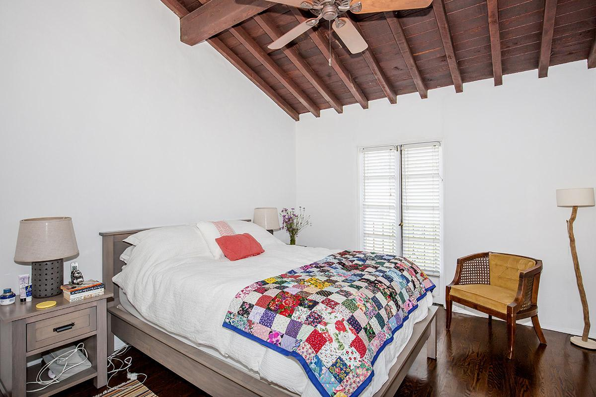 9-Foot Ceilings in Apartments for Rent in Los Angeles, CA