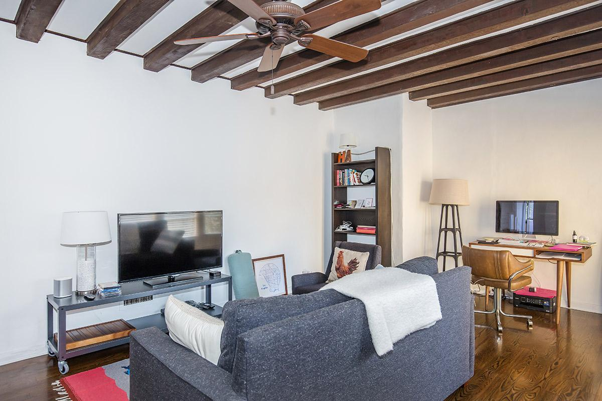 Vaulted Ceilings Available at Casa Laguna in Los Angeles, CA