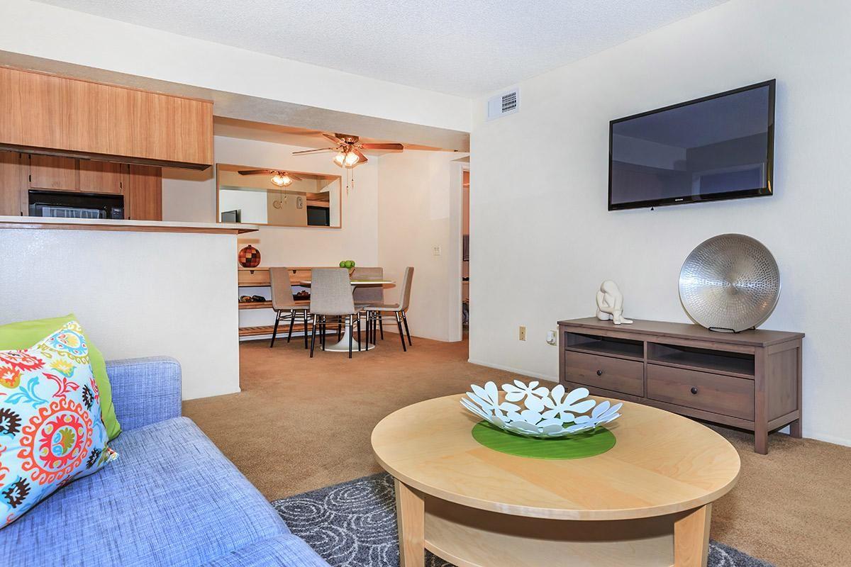 2bed2bath_livingroom2.jpg