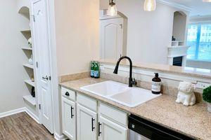 211-kitchen.jpg
