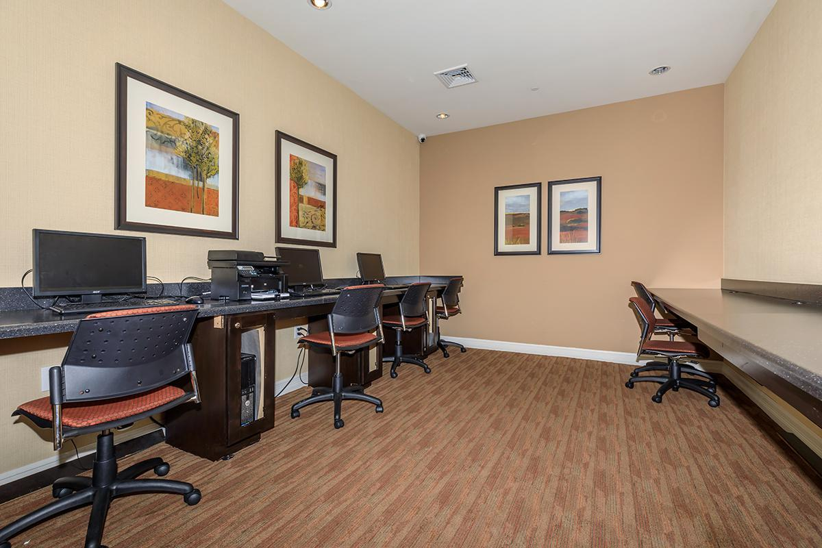 BUSINESS CENTER WITH WI-FI