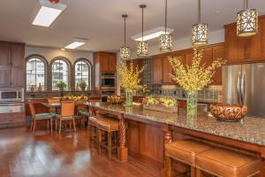 KITCHEN FOR GATHERINGS