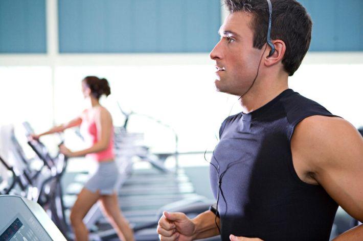 People on the treadmill in Texarkana, Texase