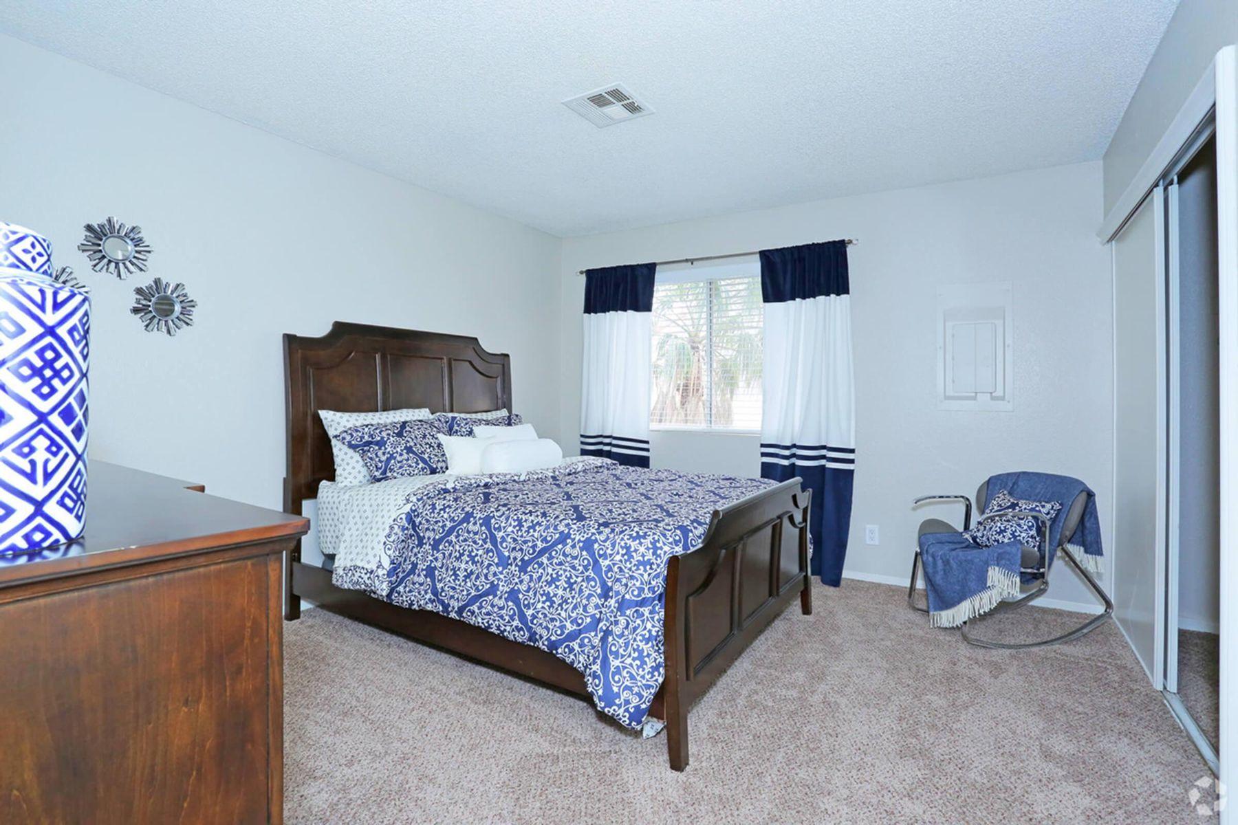 sunset-hills-apartments-henderson-nv-2br-2ba---960-sf-bedroom (1).jpg