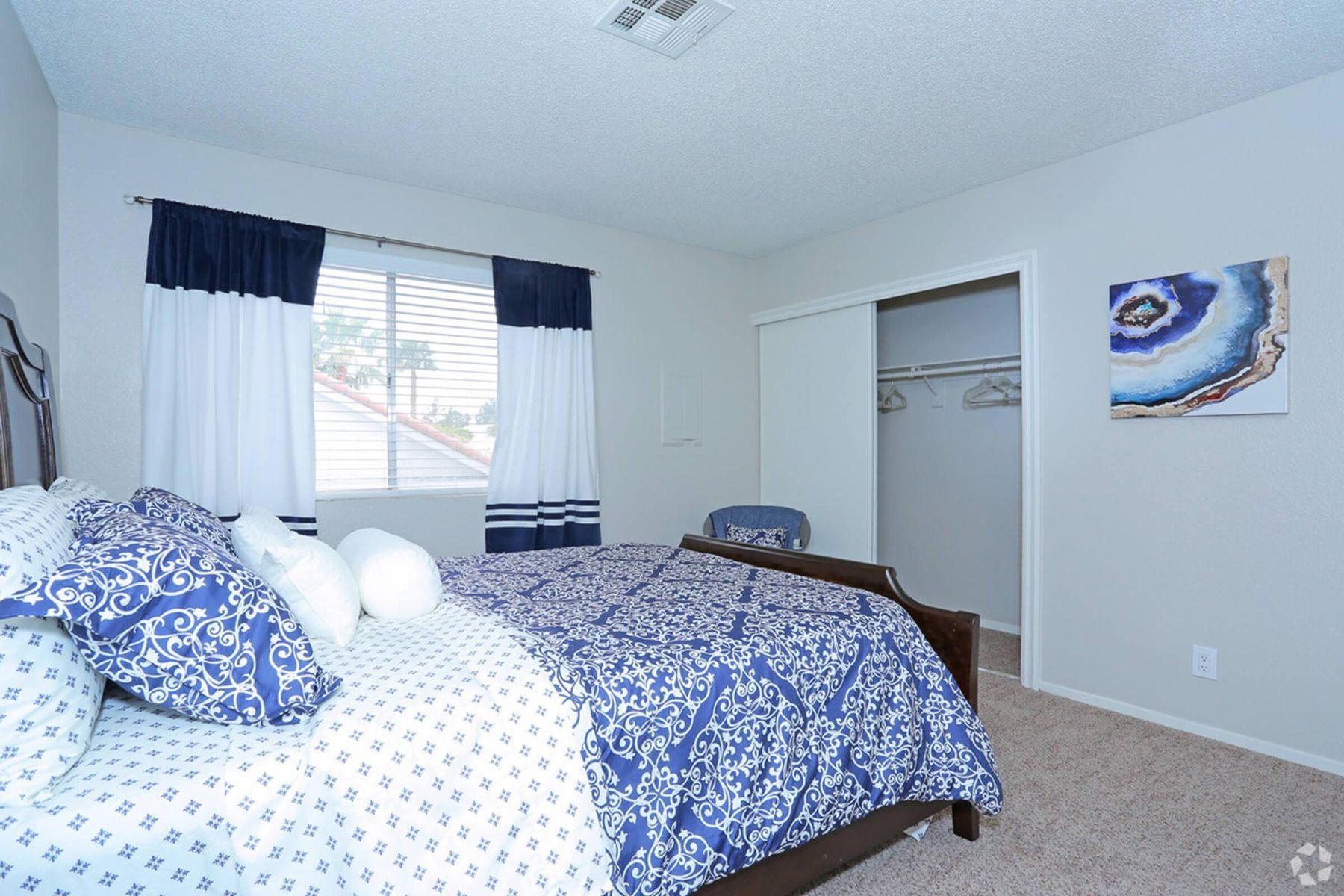 sunset-hills-apartments-henderson-nv-2br-2ba---960-sf-bedroom (2).jpg