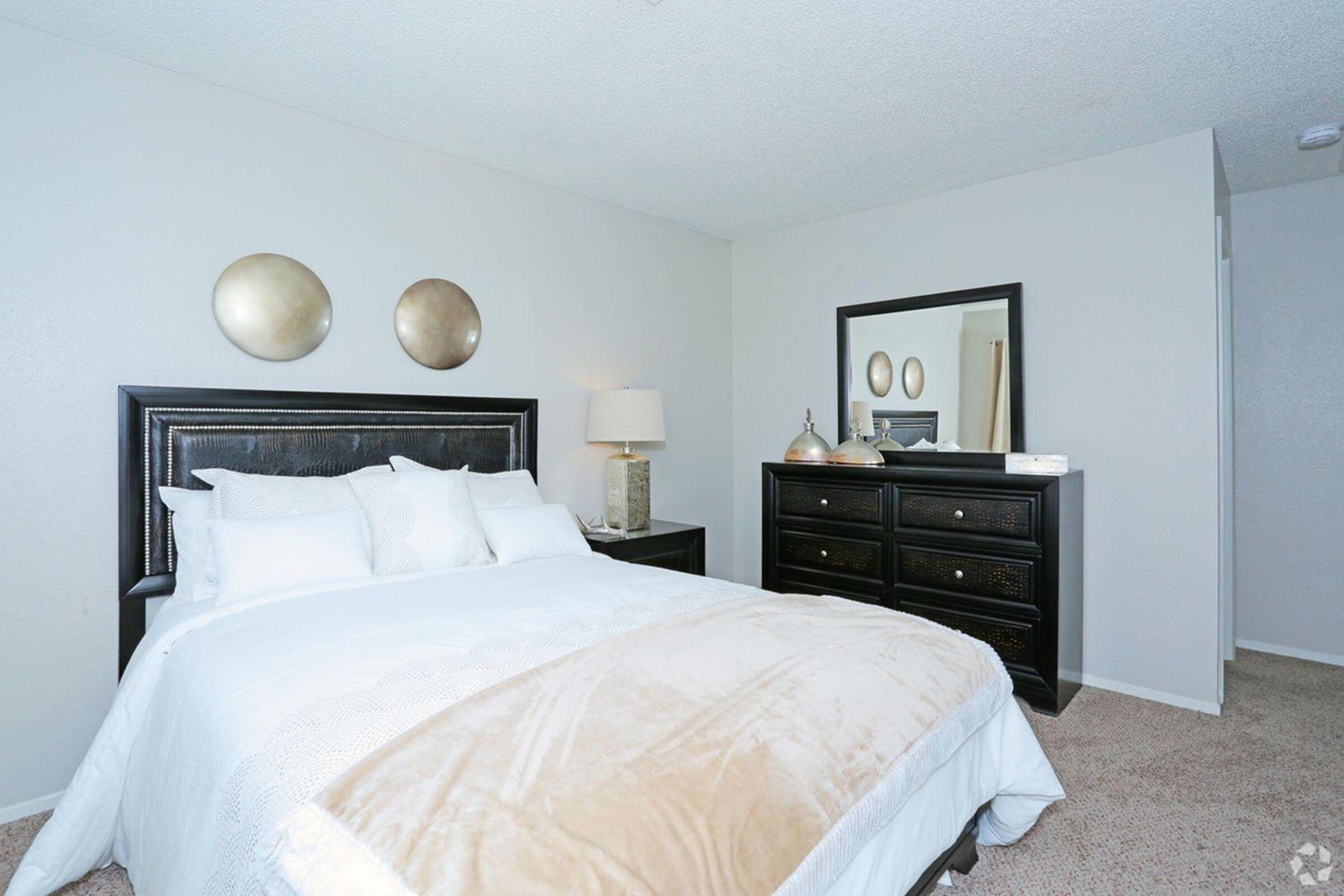 sunset-hills-apartments-henderson-nv-2br-2ba---960-sf-master-bedroom (1).jpg