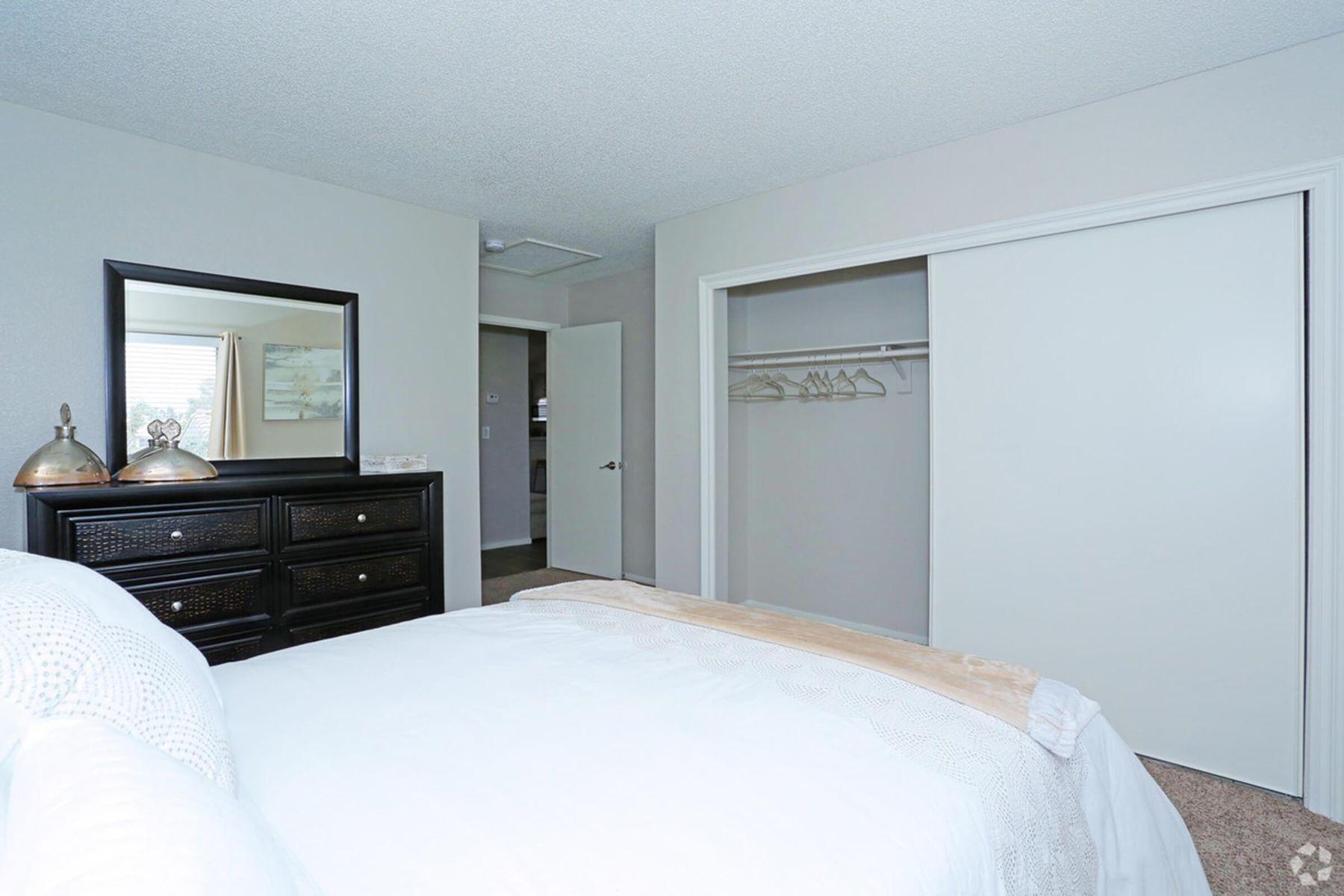 sunset-hills-apartments-henderson-nv-2br-2ba---960-sf-master-bedroom (2).jpg